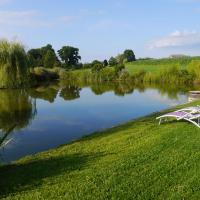 Le coin détente au bord de l'étang